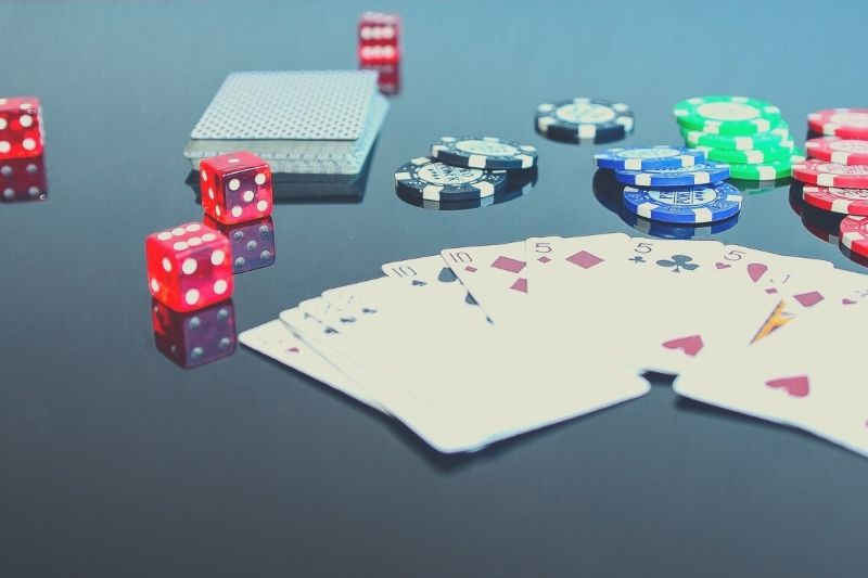 Hold an online poker tournament